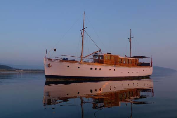 Motor Yacht Chico in Kilbrannan Sound, Arran